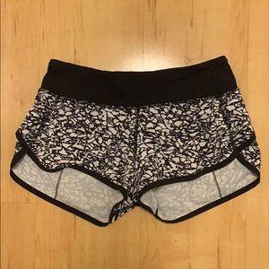 LULULEMON shorts size 2 black and white